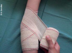 Sujeción de una articulación con vendaje en ocho